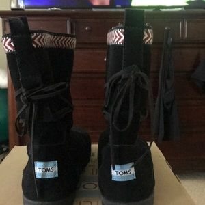 Tom's Nepal Boots Black Suede Trim